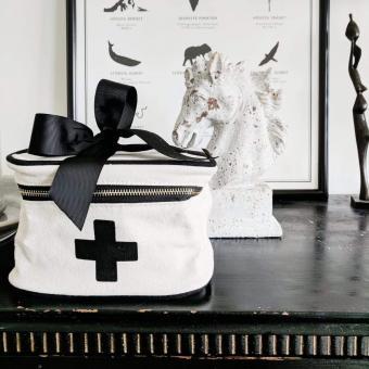 Medical Box, Farbe Weiß
